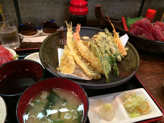 今回は刺身はやめて地魚の天ぷらに。