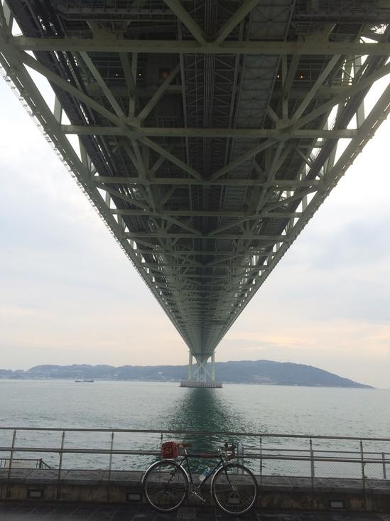 明石海峡大橋の真下