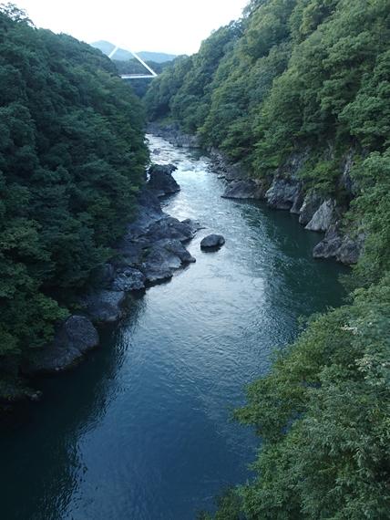 大間々駅の近くの高津戸峡